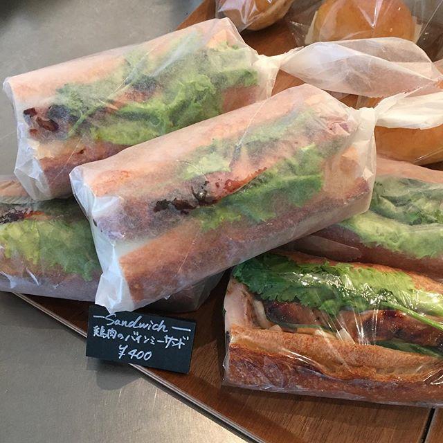 本日のサンドイッチは、鶏肉のバインミ...