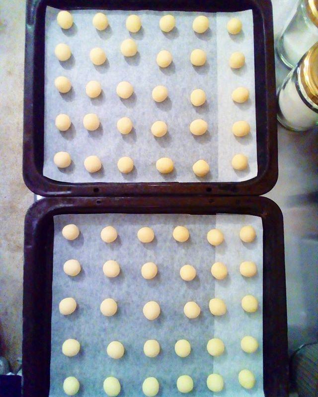 ブールドネージュ焼いてます,、  #販売は明日から#ブールドネージュ#クッキー#coffee#coffeetime#coffeestand#tintocoffee#cake#cookie#お菓子#ケーキ#クッキー#コーヒー#コーヒースタンド#渋谷#青山