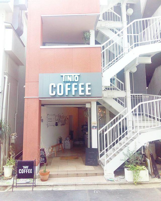 """おはようございます今日もドア全開でOPENしましたお気軽にお立ち寄りくださいませ雨も降ったり降らなかったりらしいので折り畳み傘もお忘れなく~"""" 今日も良い1日を♪TINTO COFFEE 月ー金  9:00ー18:30土・祝 10:00ー18:30#coffee#coffeetime#coffeestand#tintocoffee#cake#cookie#お菓子#ケーキ#クッキー#コーヒー#コーヒースタンド#渋谷#青山"""
