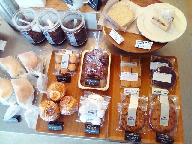 おはようございます今日もお菓子沢山ありますデザートにコーヒーとケーキでゆっくりしていきませんかーお持ち帰りもできます .[今日のサンドイッチ]アジアチキンと野菜のベーグルサンド#coffee#coffeetime#coffeestand#tintocoffee#cake#cookie#お菓子#ケーキ#クッキー#コーヒー#コーヒースタンド#渋谷#青山
