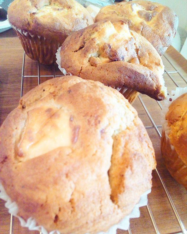 おはようございますマフィン焼けましたーーー今日のマフィンはブルーベリーとクリームチーズです♪TINTO COFFEE 月ー金  9:00ー18:30土・祝 10:00ー18:30#coffee#coffeetime#coffeestand#tintocoffee#cake#cookie#お菓子#ケーキ#クッキー#マフィン#コーヒー#コーヒースタンド#渋谷#青山
