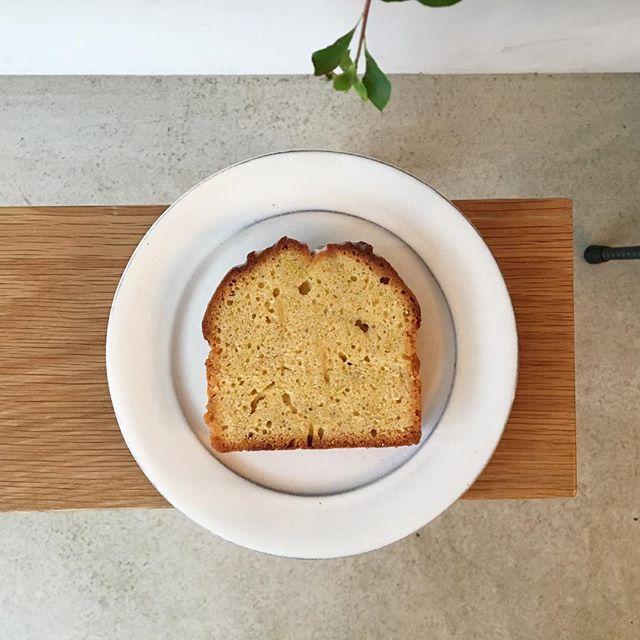 .MOLOCOE CAKESさんのお菓子がお店に届きました!今回のラインナップは、○ルバーブのビクトリアケーキ○パキスタンレモンのレモンブレッド○チョコレートウェイファークッキー○ココナッツショートブレッドの4種となっています。是非、コーヒーと一緒に召し上がっていただきたいです️...#coffee#coffeestand#tintocoffee#cake#レモンブレッド#パキスタンレモン#レモン#パウンドケーキ#ヨーガンレール#渋谷#青山#