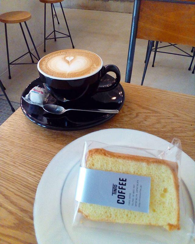 おはようございます台風はもうどっか行ったのですかね?晴れてます今日はシフォンケーキもありますにラテと一緒にいかがですか?TINTO COFFEE 月ー金  9:00ー18:30土・祝 10:00ー18:30#coffee#coffeetime#coffeestand#tintocoffee#cake#cookie#お菓子#ケーキ#クッキー#マフィン#コーヒー#コーヒースタンド#渋谷#青山