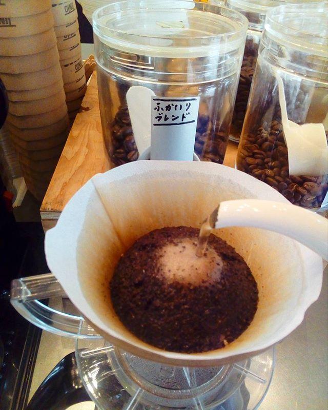 """おはようございます今日も夏らしい天気ですね少し歩いただけで汗が出てきますハンドドリップのアイスばかり淹れてますお店で涼んでいってくださいね"""" ·TINTO COFFEE 月ー金  9:00ー18:30土・祝 10:00ー18:30#coffee#coffeetime#coffeestand#tintocoffee#cake#cookie#お菓子#ケーキ#クッキー#マフィン#コーヒー#コーヒースタンド#渋谷#青山"""