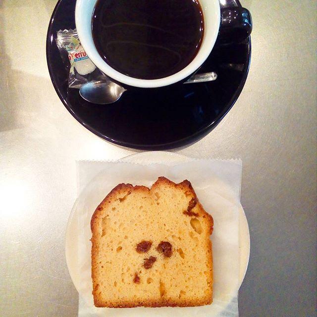 """MOLOCOE  CAKESさんのケーキ残りわずかですよ~"""" #アプリコットブランデーケーキ"""