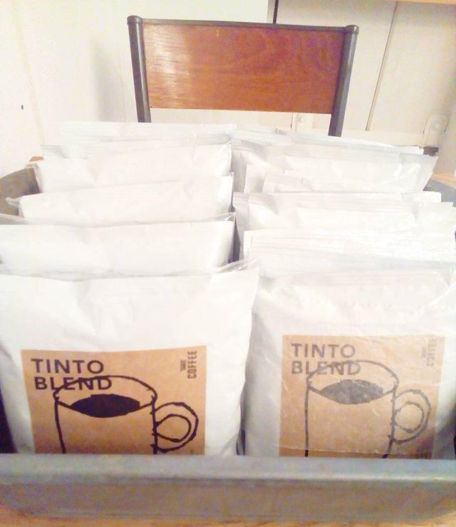 おはようございます暑い日が続くのに最近ドリップバッグが人気ですやっぱり社内は寒いんですかね? 3つセット、5つセットは少しお安くなってますTINTO COFFEE 月ー金  9:00ー18:30土・祝 10:00ー18:30#coffee#coffeetime#coffeestand#tintocoffee#cake#cookie#お菓子#ケーキ#クッキー#マフィン#コーヒー#コーヒースタンド#渋谷#青山