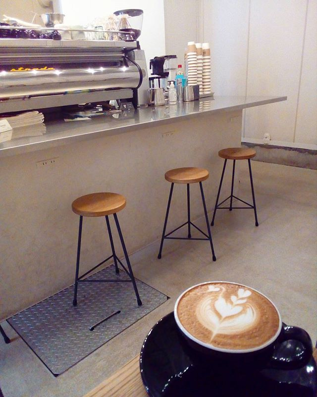 おはようございます今日はいい天気ですね久しぶりに洗濯物がちゃんと乾きそうです 今日もTINTOCOFFEEオープンしましたTINTO COFFEE 月ー金  9:00ー18:30土・祝 10:00ー18:30#coffee#coffeetime#coffeestand#tintocoffee#cake#cookie#お菓子#ケーキ#クッキー#マフィン#コーヒー#コーヒースタンド#渋谷#青山