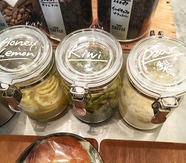 .すぐに完売してしまった【梨のシロップ】が出来上がりました〜個人的には水割りがオススメですが、ソーダ割りもお湯割りもできます!是非、飲みにいらして下さいね。...#coffee#coffeetime#coffeestand#シロップ#渋谷#青山#梨