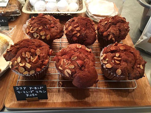 .本日、焼きたてマフィンご用意しています。シナモンが香る【ココアアーモンドマーマレードマフィン】です。コーヒーと相性抜群ですよ️本日も18時半まで営業しております。#coffee#coffeestand#maffin#マフィン#渋谷#青山