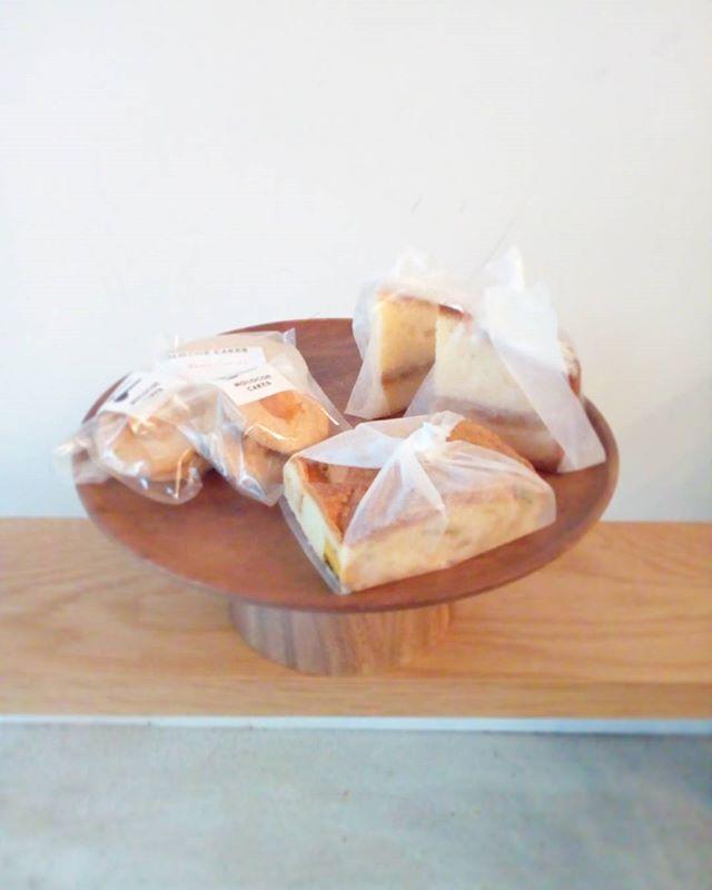 MOLOCOE CAKES さん届いてますビクトリアケーキかぼちゃのケーキココナッツショートブレッドサムプリントクッキー数量限定なのでお早めにどうぞ♪