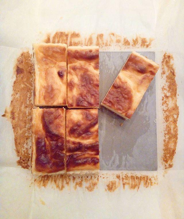 ┇┇┇OPEN┇┇┇ TINTOCOFFEE OPENしてますチーズケーキもありますよ♪雨もやんだので遊びに来てください♪TINTO COFFEE 月ー金  9:00ー18:30土・祝 10:00ー18:30#coffee#coffeetime#coffeestand#tintocoffee#cake#cookie#お菓子#ケーキ#クッキー#マフィン#コーヒー#コーヒースタンド#渋谷#青山