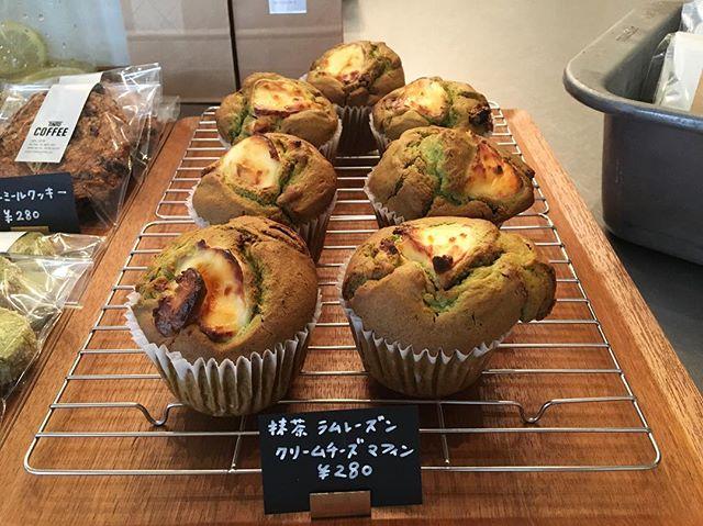 .皆さん、三連休は楽しめましたか?土曜日は雨でしたが、有難いことに残りの2日間は晴れとなりましたね!TINTO COFFEEは、本日も18時半まで営業しております。ちょうど、【抹茶とラムレーズンのクリームチーズマフィン】も焼き上がりましたぜひ、休憩がてらお立ち寄りください.#渋谷#青山#coffee#coffeetime#coffeestand#muffin#コーヒー#マフィン