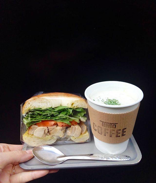こんにちは♪お昼ご飯はこれからですか?冬に人気だったポタージュ復活してます野菜をコトコト煮込んで味付けもシンプルな優しいスープです。お昼にいかがですか?. ┋┋ポタージュ┋┋しめじ と じゃがいも. ┋┋サンドイッチ┋┋バジルチキン#TINTOCOFFEE#tintocoffee #渋谷#青山#表参道#COFFEE#コーヒー#珈琲#スペシャリティーコーヒー #焼き菓子 #クッキー#ケーキ#サンドイッチ