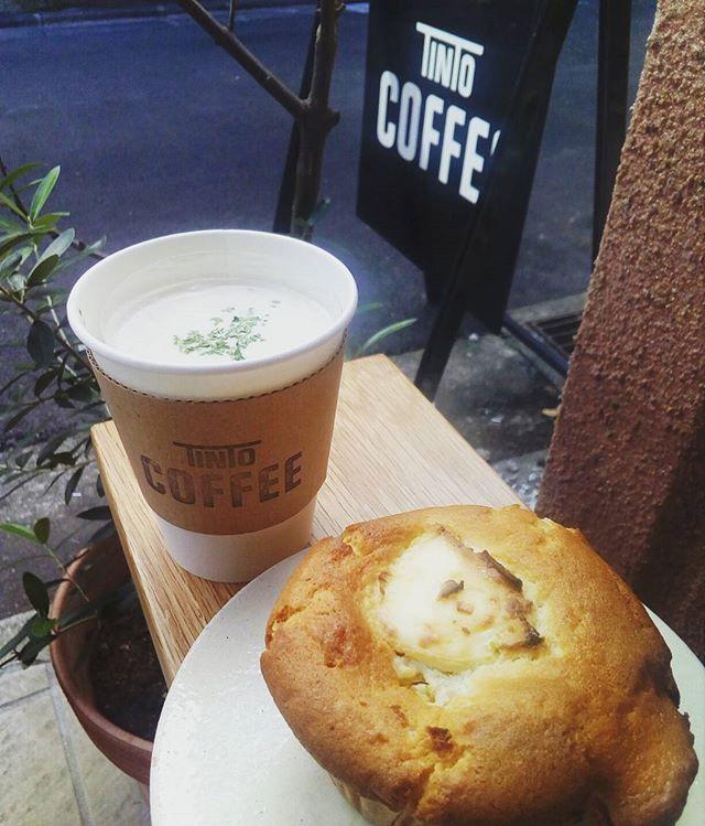 """おはようございます寒いですね""""TINTOCOFFEEで温朝食いかがですか?スープで温まっていってください . ┋┋今日のポタージュ┋┋. ゴボウ.┋┋今日のマフィン┋┋スイートポテトクリームチーズ. ※お待たせしましたチーズケーキ販売してます #TINTOCOFFEE#tintocoffee #渋谷#青山#表参道#COFFEE#コーヒー#珈琲#スペシャリティーコーヒー #焼き菓子 #クッキー#ケーキ#サンドイッチ"""