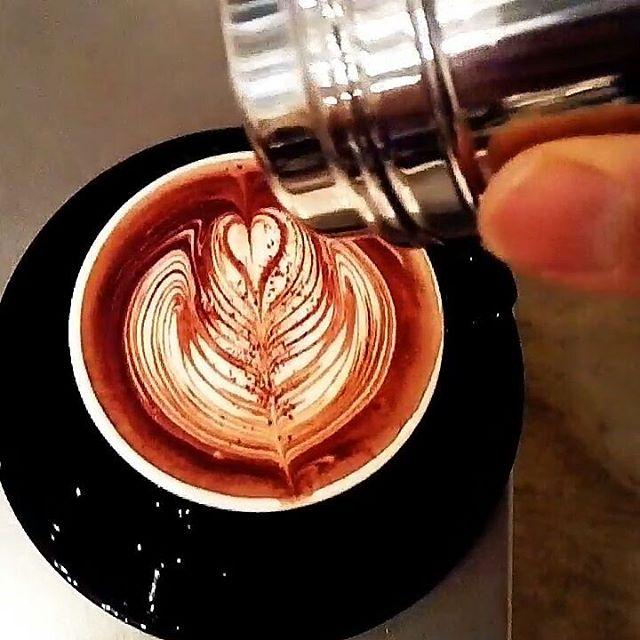 おはようございますコーヒー屋さんだけどホットチョコレートも人気なTINTO COFFEEです♪ ホットチョコレートで癒されに来てくださいね