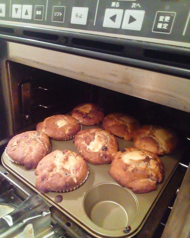 おはようございますマフィン焼けました外は寒いので店内で温まっていって下さいね 今日も良い1日を♪ .#TINTOCOFFEE#tintocoffee #渋谷#青山#表参道#COFFEE#コーヒー#珈琲#スペシャリティーコーヒー #焼き菓子 #クッキー#ケーキ#サンドイッチ