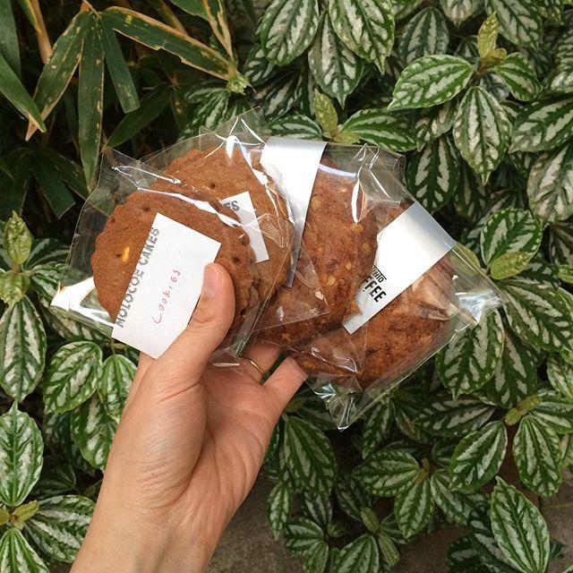人気のくるみと黒糖のクッキーMOLOCOE CAKESさんのジンジャーブレッドクッキーあります