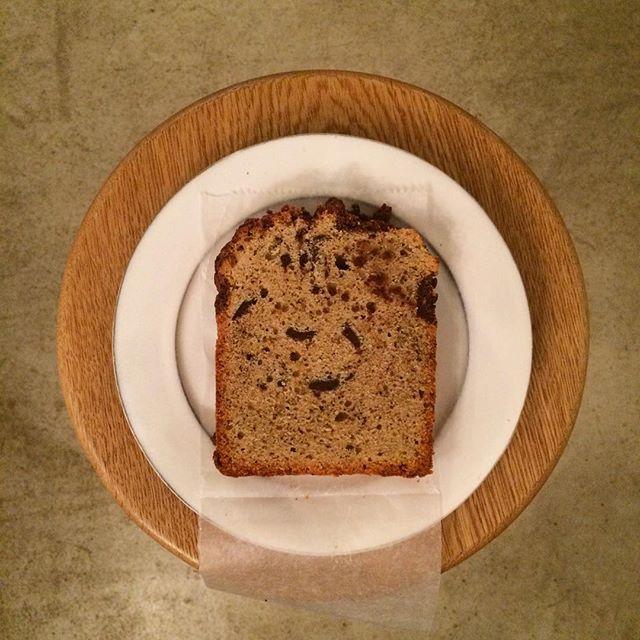 《MOLOCOE CAKES》本日入荷しましたビクトリアケーキ(洋梨とキャラメル)パウンドケーキ(チョコレートとコーヒー)ショートブレッド(抹茶)です!いつもは隔週木曜日に来てくれるのですが実は来週も来てくれますお楽しみに︎