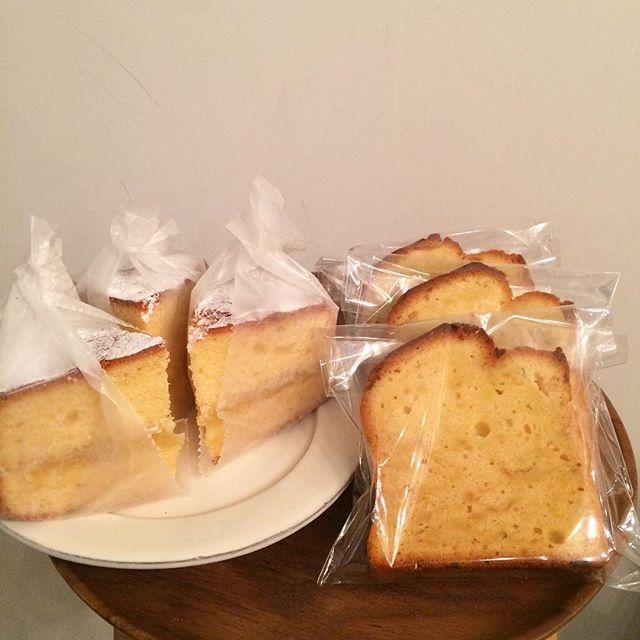 ::::MOLOCOE CAKES:::: 届きました♪ ・ビクトリアケーキ(りんごとカルダモン)・レモンのパウンドケーキ・チョコチャンククッキーです︎ 数量限定なのでお早めにどうぞ♪#TINTOCOFFEE#渋谷#青山#表参道#coffee#cookies#cake#molocoecakes