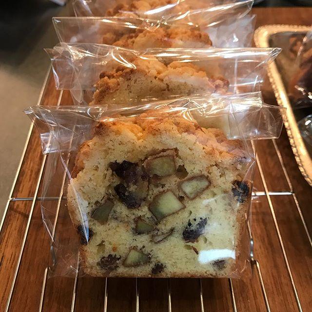 今日は【さつまいもとレーズンのクランブルケーキ】を作りました。角切りのさつまいもがゴロゴロ入ってます^ ^シナモンの香りが、ミルクたっぷりのコーヒーに合いそう!#tintocoffee #coffee #cake #cookie #おやつ