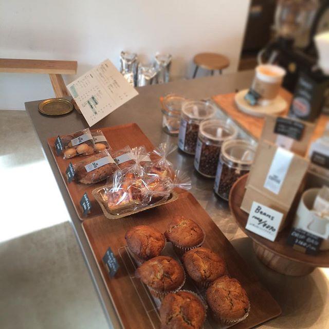 お菓子まだありますよ〜︎♪ いつもすぐに売り切れちゃうチーズケーキもあります︎ 暖かいコーヒーと一緒にどうぞ︎︎ #TINTOCOFFEE#coffee#coffeeshop#渋谷#表参道#青山#チーズケーキ#クッキー#マフィン