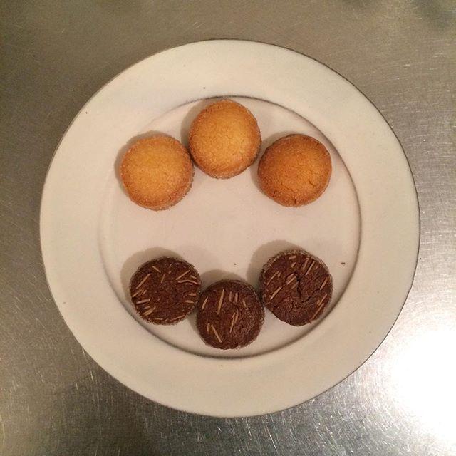アイスボックスクッキー🐿焼きました︎が、すぐに売り切れてしまったので、明日また焼きます︎このホロホロ食感が癖になっちゃうんですよね〜朝に先着でプレゼントしているモーニングクッキーもこのアイスボックスクッキーの時が多いですよ!#tintocoffee #coffee#specialtycoffee #渋谷#青山#表参道#クッキー#アイスボックスクッキー#チーズケーキ#コーヒー豆#ドリップバッグ