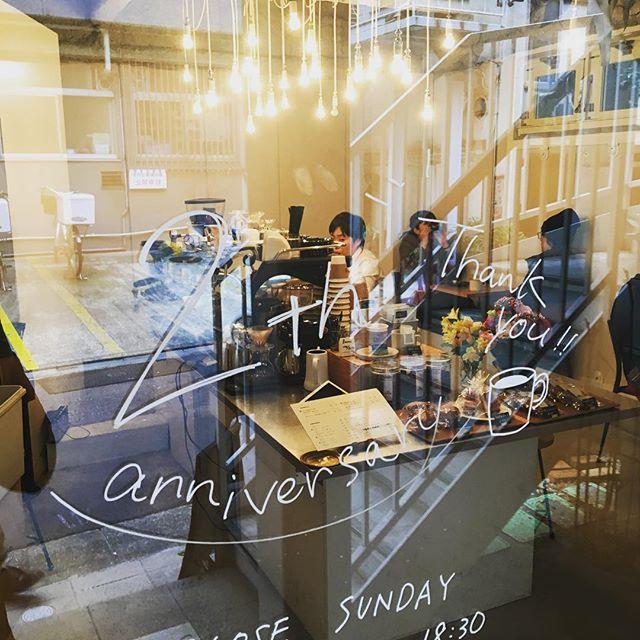 .先週で2周年を無事迎えることが出来ました。多くのお客様がコーヒーを飲みに来て下さったり、お花を届けてくれたりと、本当にありがとうございました。心から感謝しています!.3年目も、TINTOCOFFEEを、どうぞよろしくお願いいたします。....#渋谷#青山#表参道#tintocoffee#coffee#coffeestand#coffeetime#coffeeshop#cake#cafe#コーヒー#コーヒースタンド#コーヒーショップ#ケーキ#バナナケーキ#カフェ#渋谷カフェ#青山カフェ#表参道カフェ