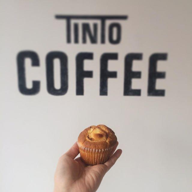 おはようございます︎ 今日は薄手のコートで出かけられるぐらい暖かいですね︎昨日も薄手のコートを着て押上辺りをお散歩してコーヒーを飲んできました︎コーヒーの味からも優しさや丁寧さを感じられるとっても素敵なコーヒー屋さんでした︎ さてさて今日もマフィン焼けました!レモンとクリームチーズです!キャロットスープもあります#tintocoffee #渋谷#表参道#青山#焼き菓子#コーヒー#カフェラテ