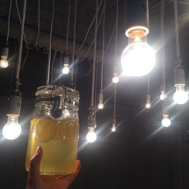 【自家製ハニーレモンシロップ】が出来ました︎ 水、ソーダ、お湯で割ってお楽しみくださいませ🍋#tintocoffee #coffee#ハニーレモン#自家製シロップジュース#焼き菓子#クッキー#ケーキ#サンドイッチ#渋谷#表参道#青山