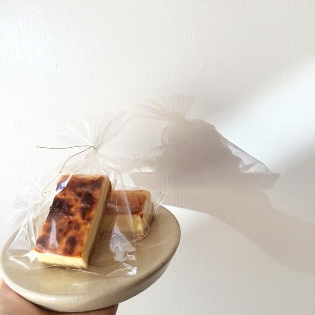 ずっしり濃厚ベイクドチーズケーキ焼けてます︎ #TINTOCOFFEE#coffee#cake#cookies#シロップジュース#ホットチョコレート#渋谷#表参道#青山#ビスコッティ#ベイクドチーズケーキ