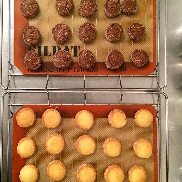 .【アイスボックスクッキー】バニラ・ココアアーモンドほろほろ食感の生地とまわりにまぶしたグラニュー糖のしゃりしゃり感が癖になるクッキーです♪す︎ #TINTOCOFFEE#coffee#cake#cookies#コーヒー#ケーキ#クッキー#渋谷#表参道#青山#渋谷コーヒー#ケーキ#サンドイッチ
