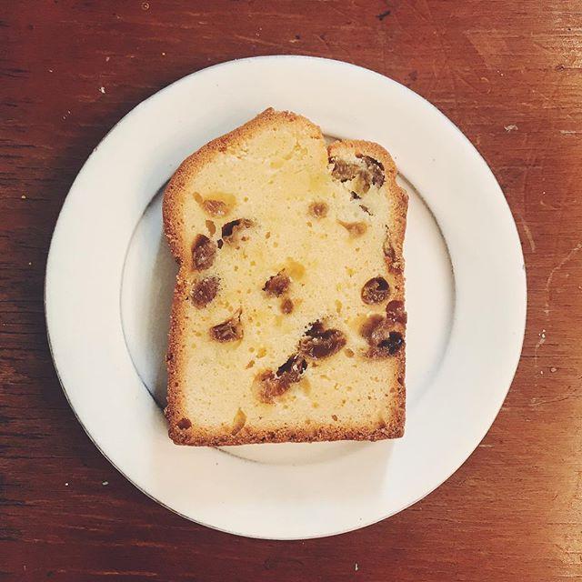 HISAKO MAEDAさんのお菓子が届いています。 ●ルバーブのビクトリアケーキ●ドライマスカットのパウンドケーキ●コーヒーチョコサンドクッキーの3種類です。ぜひコーヒーと合わせてお召し上がりください!#tintocoffee #coffee #shibuya #hisakomaeda #victoriacake #cake #cookie