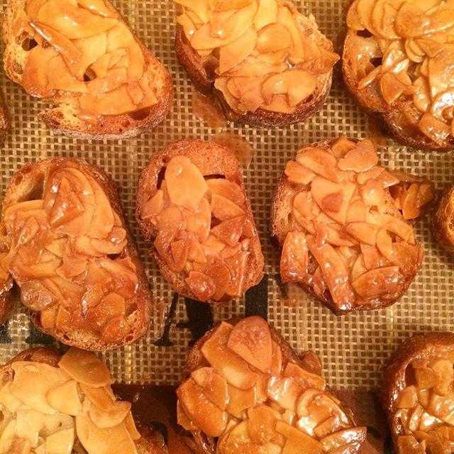 【フロランタンラスク】焼けました!冷めてからの販売となります︎ #TINTOCOFFEE#coffee#cake#cookies#コーヒー#ケーキ#クッキー#渋谷#表参道#青山#渋谷コーヒー#ケーキ#サンドイッチ#レモンシロップ#ジンジャーシロップ#ラスク