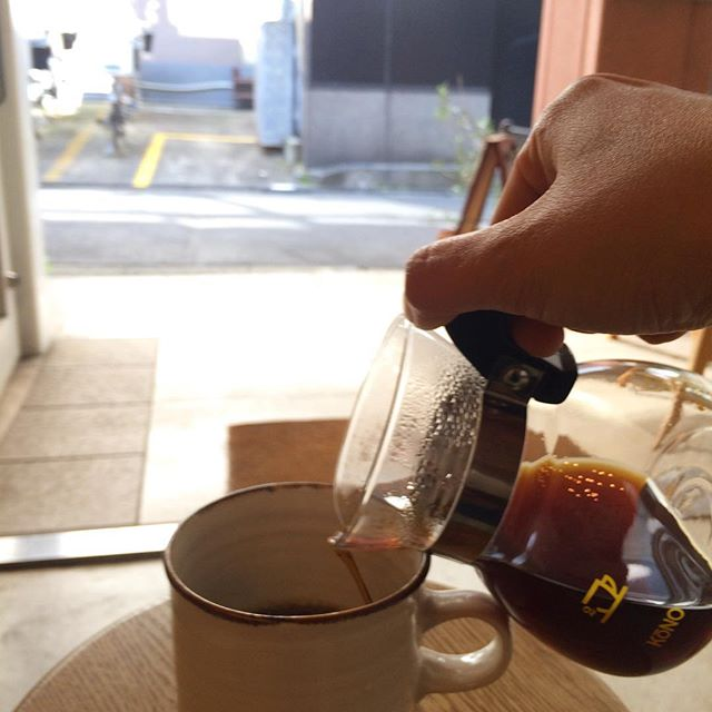 おはようございます︎ 今日のコーヒー豆はいつものTINTOBREND浅煎り KENYA深煎り ETHIOPIA です︎ 浅煎りのケニア カラツファクトリーはラズベリーの様な明るく甘い酸としっかりとしたボディーを感じます。今日も18:30までOPENしています︎ #TINTOCOFFEE#coffee#cake#cookies#コーヒー#ケーキ#クッキー#渋谷#表参道#青山#渋谷コーヒー#ケーキ#サンドイッチ#レモンシロップ#スパイスジンジャーシロップ#梨シロップ