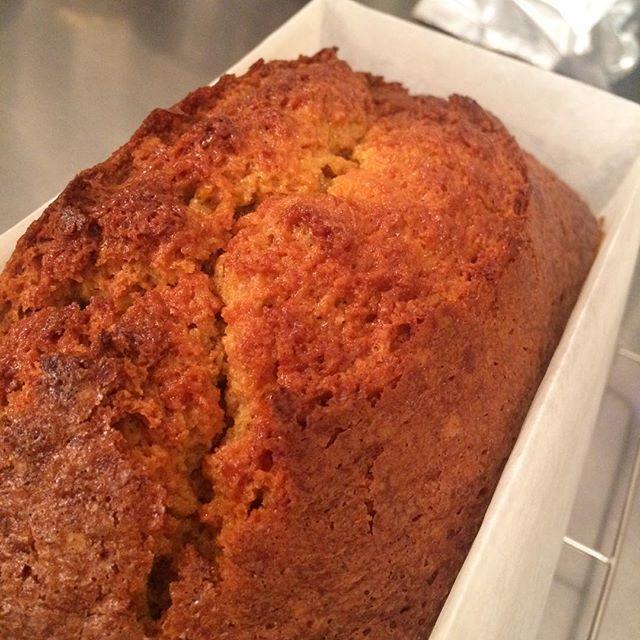 .キャロットケーキ美味しそうに焼けました???????? .クリームチーズのフロスティングをかけて完成です︎ .明日から販売開始いたしますのでよろしくお願いします????#TINTOCOFFEE#coffee#cake#cookies#コーヒー#ケーキ#クッキー#渋谷#表参道#青山#渋谷コーヒー#ケーキ#サンドイッチ#レモンシロップ#キャロットケーキ