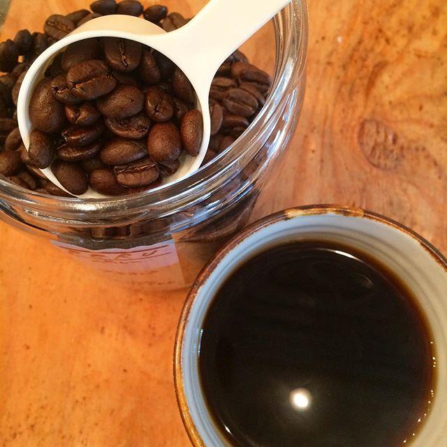 .おはようございます︎ .朝晩が冷え込む季節になってきましたね️今朝はマフラーもマスクも忘れ、顔が凍りそうでしたTINTOCOFFEE今日も18:30までOPENしてます!ホットコーヒーで温まっていってくださいね︎ .今日のコーヒー浅煎り  ペルーフェスパ農園深煎り  グァテマラ アンティグア サンタカタリーナ農園TINTOBRENDです︎ #TINTOCOFFEE#coffee#cake#cookies#コーヒー#ケーキ#クッキー#渋谷#表参道#青山#渋谷コーヒー#ケーキ#サンドイッチ#レモンシロップ