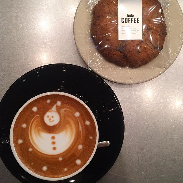 .こんにちは︎.勤労感謝の日ですね︎今日も18:30までOPENしてます♪. お菓子も色々とあるのでゆっくりしていってください︎🍽. #TINTOCOFFEE#coffee#cake#cookies#コーヒー#ケーキ#クッキー#渋谷#表参道#青山#渋谷コーヒー#ケーキ#サンドイッチ#レモンシロップ