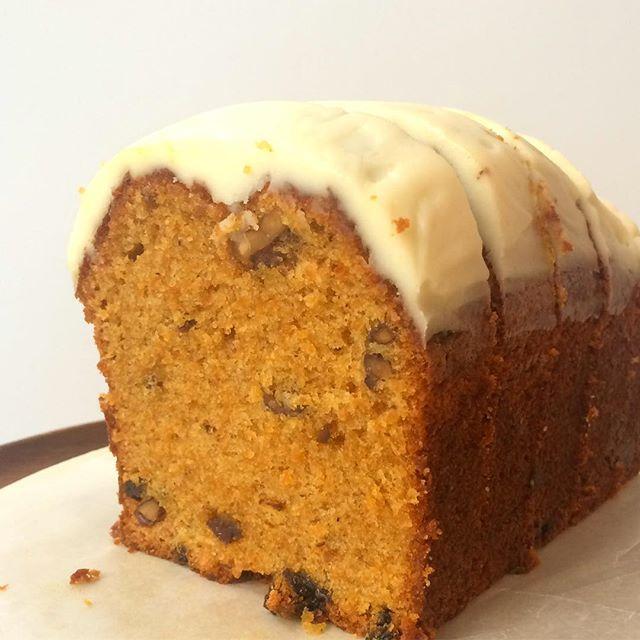 🥕キャロットケーキ🐇甘いクリームチーズのフロスティングがホットのカフェラテと相性抜群です︎まだ少しあります🐇🐇 #TINTOCOFFEE#coffee#cake#cookies#コーヒー#ケーキ#クッキー#渋谷#表参道#青山#渋谷コーヒー#ケーキ#サンドイッチ#キャロットケーキ
