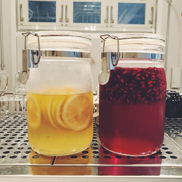 ザクロのシロップが出来上がりました!お湯割りがオススメ。ほんのり酸味のある、寒い日にぴったりなピンク色のドリンクです。.【お知らせ】本日11/28(水)は、都合により17:30に閉店させていただきます。